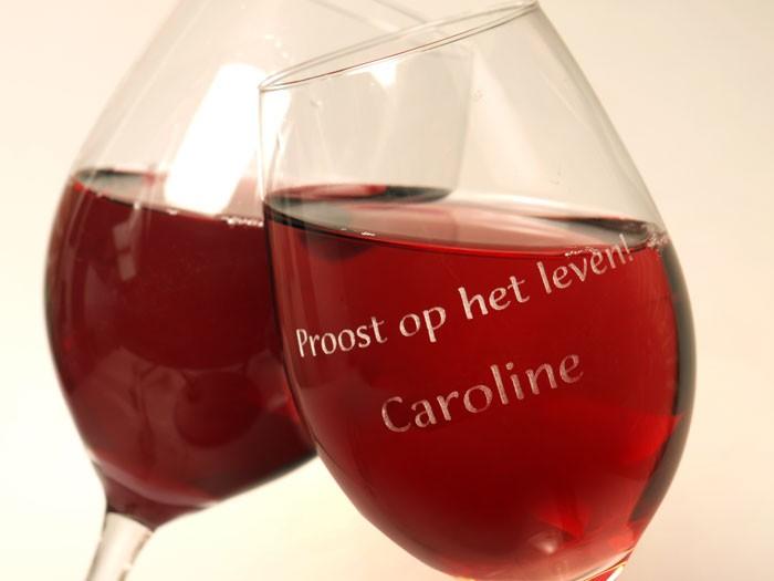 Wijnglas met unieke gedenkgravering.